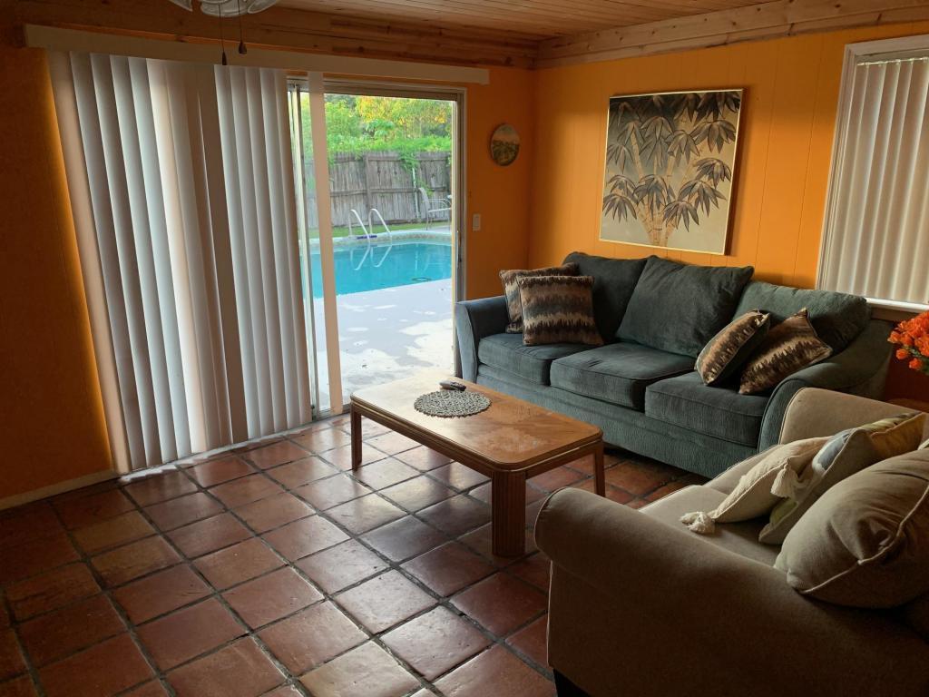 385 Garden Boulevard, Palm Beach Gardens, FL, 33410
