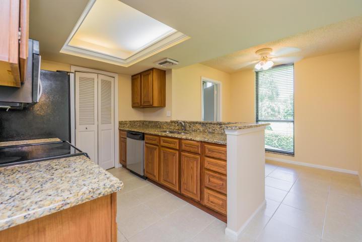 5350 Woodland Lakes Drive 212, Palm Beach Gardens, FL, 33418