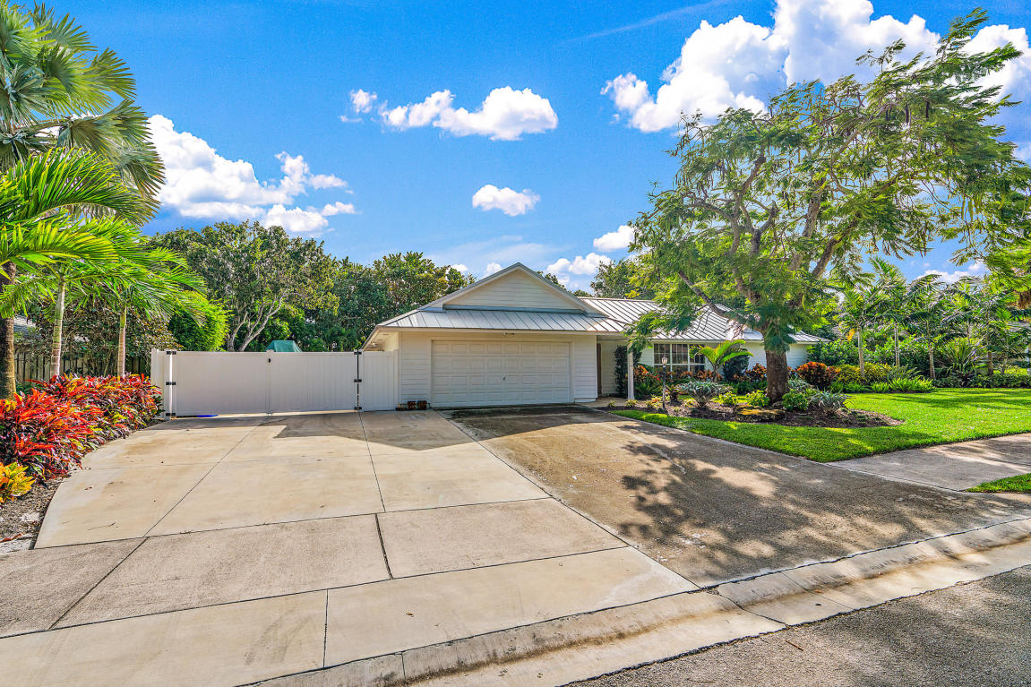 2710 W Hope Lane, Palm Beach Gardens, FL, 33410