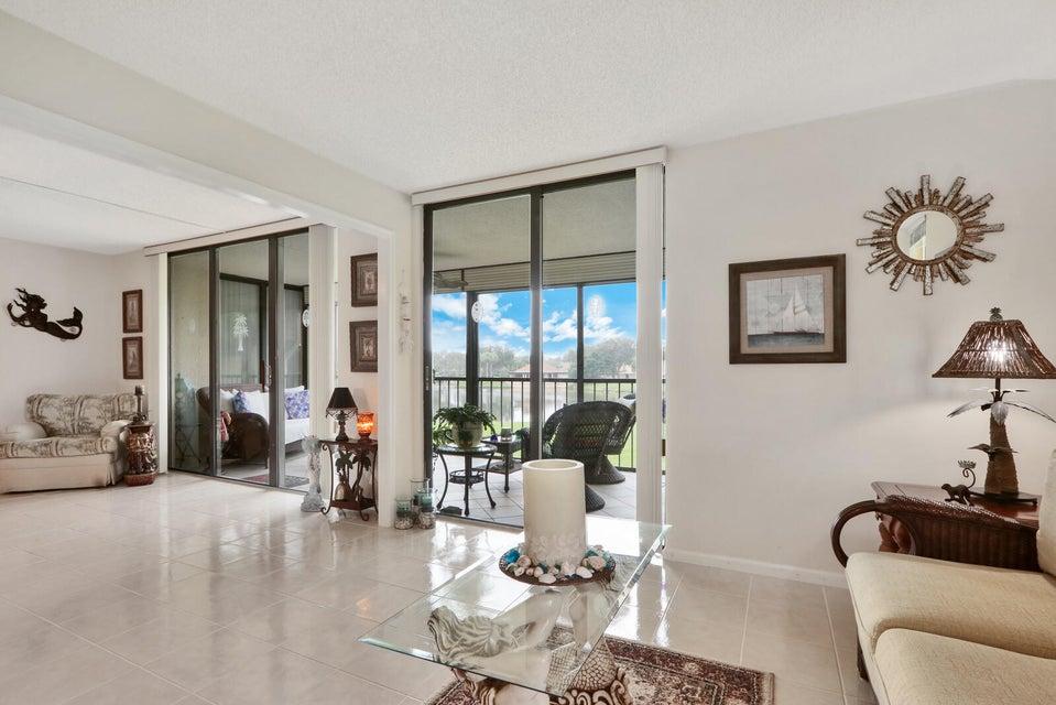 5344 Woodland Lakes Drive 220, Palm Beach Gardens, FL, 33418
