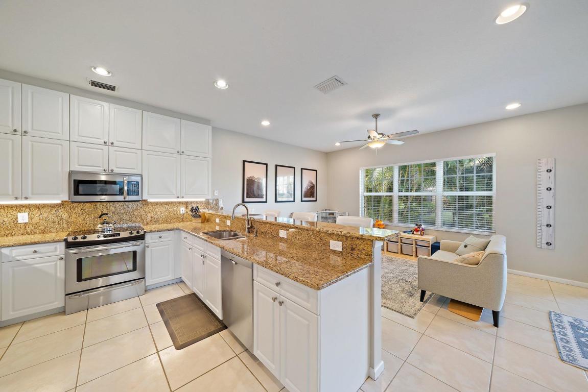 215 Canterbury Drive E, Palm Beach Gardens, FL, 33418