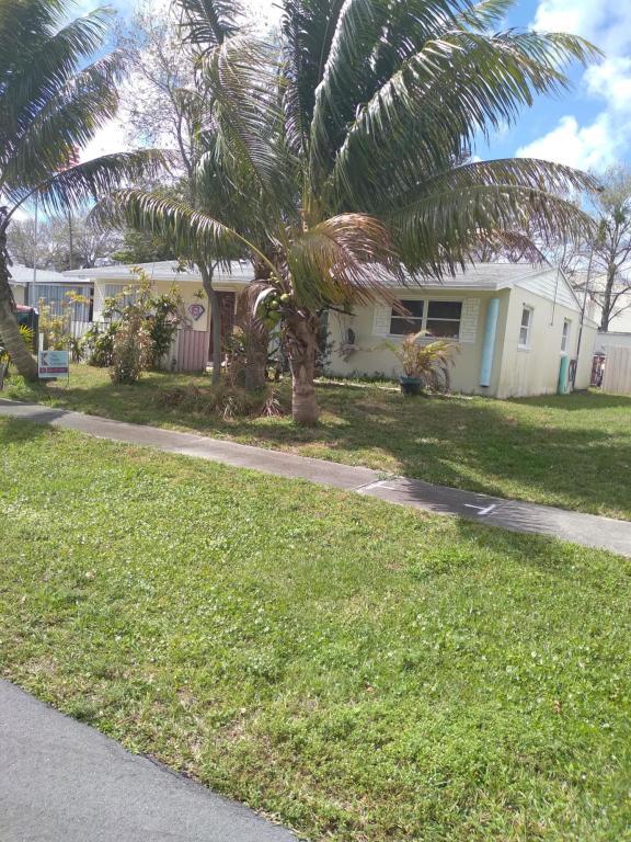 9121 Bamboo Drive, Palm Beach Gardens, FL, 33410