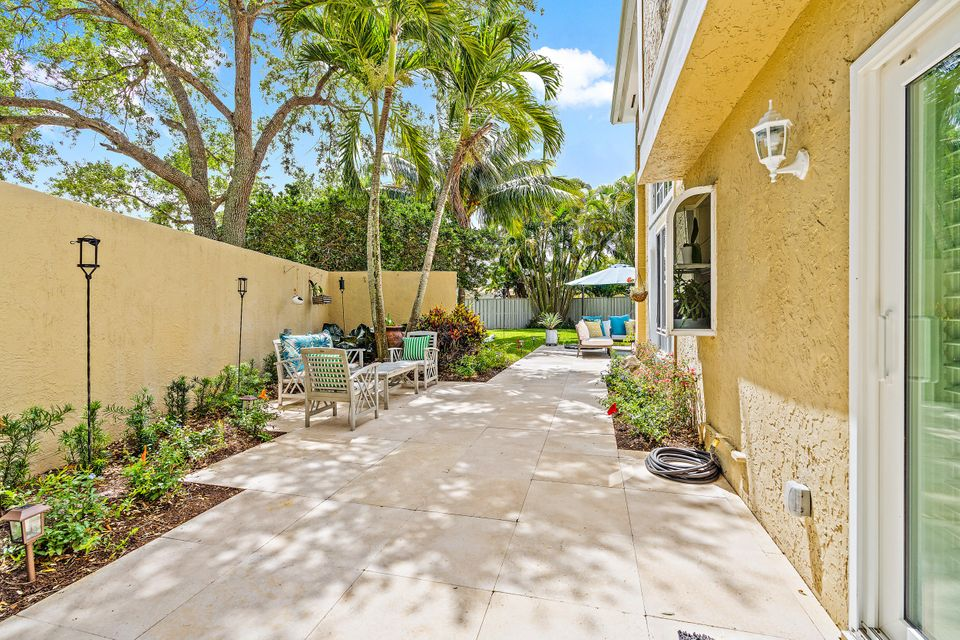 11 Commanders Drive, Palm Beach Gardens, FL, 33418