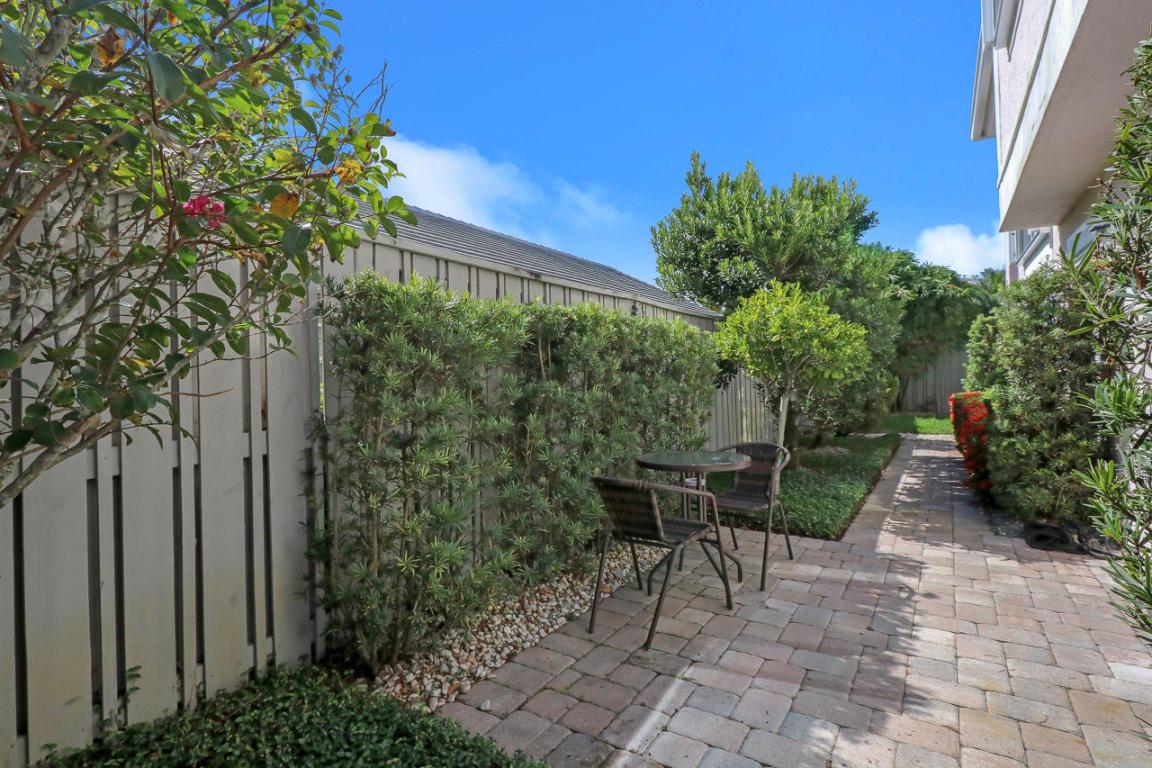17 Commodore W Place, Palm Beach Gardens, FL, 33418