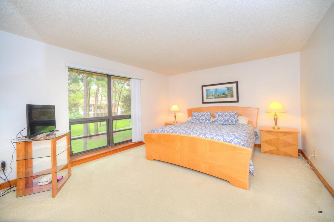 135 Brackenwood Road, Palm Beach Gardens, FL, 33418